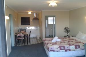 Standard 1 Bed Unit (Full Kitchen)