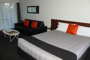 Deluxe One Bedroom Unit
