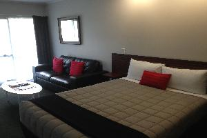 Deluxe One Bedroom Family Unit