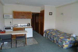 Basic One Bedroom Self Contained Motel