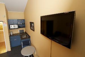 Flat screen TV & kitchenette with 2 burner hob