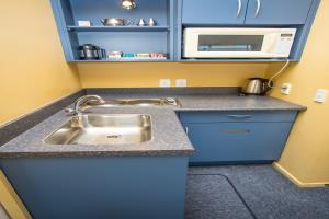 Kitchenette with 2 burner hob & microwave
