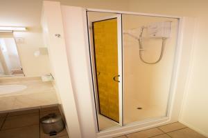 Shower in bathroom & under floor heating in winter