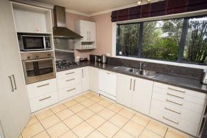 Full kitchen facilities including dishwasher