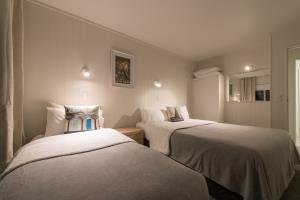 Queen and single Bedroom