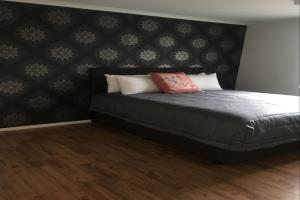 bedroom 1, king bed