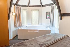 1 Bedroom Spa Unit Upstairs