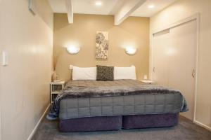 1 Bedroom Spa Unit Down