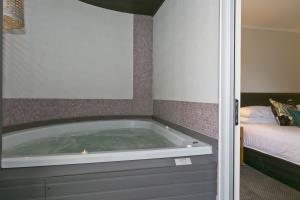 Premium Spa Suite Pool