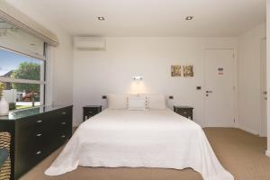 Coprosma Guestroom