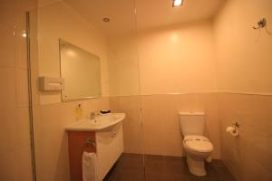 Studio Twin Shower - Bathroom