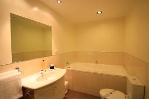 Studio Spa Bathroom with Spa Bath