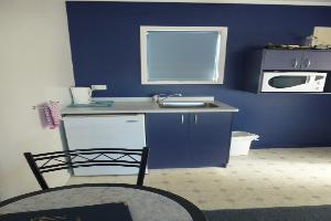 Twin Studio Unit Kitchenette