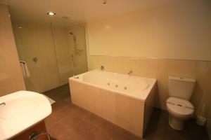 Mezzanine - Bathroom