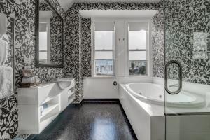Executive Spa Bath Suite