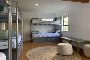 8 BED DORM - SHARED BATHROOM