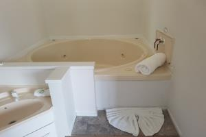 One bedroom suite with spa, upstairs
