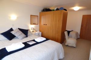 Beech Room (Queen + Single bed)