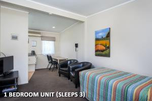 One Bedroom Triple unit 8